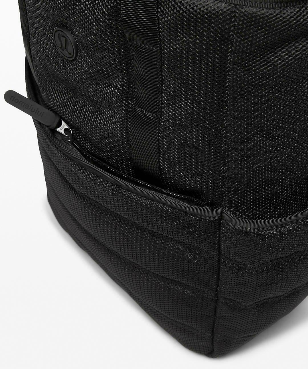 NWT Lululemon Dash Day Bag Backpack 17L Black handle tote